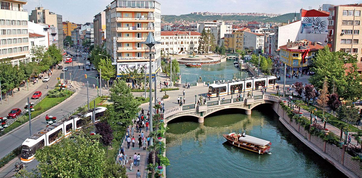 Eskişehir : Türkiye'nin en genç ve yaşanası şehri / Eskişehir gezi rehberi