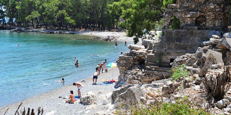 Antalya'nın Kemer ilçesindeki Phaselis Sahili