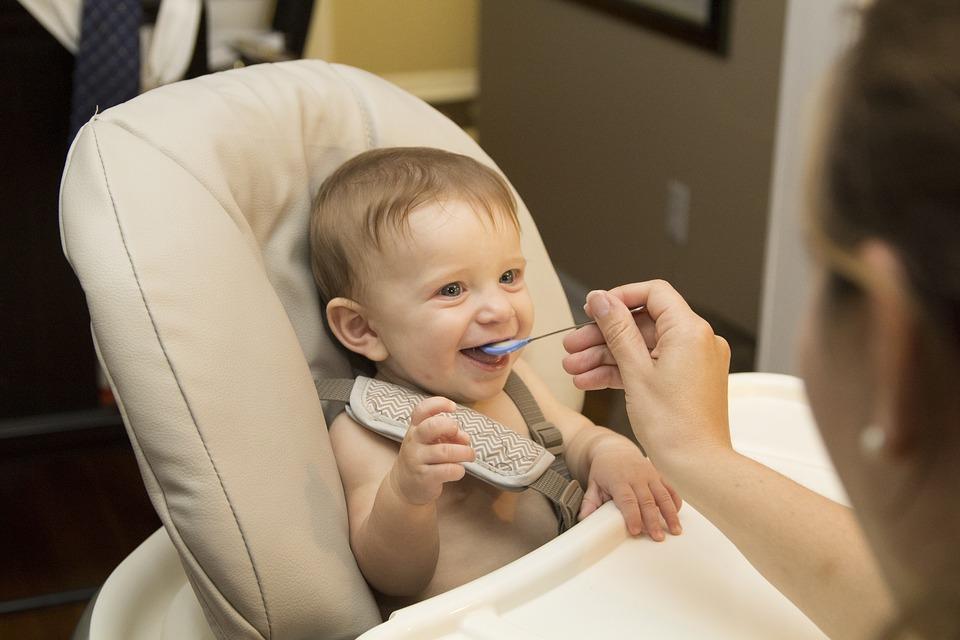 mama ile beslenen bebek, bebek koltuğu