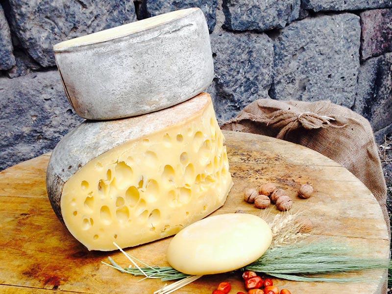 Kars Gravyer Peyniri Sunumu